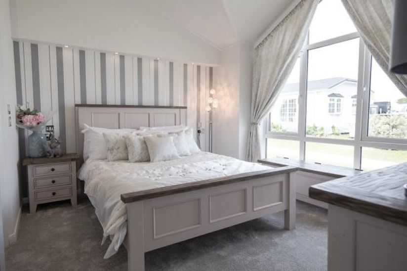 Two Bed Stately Albion Kensington (50x20)