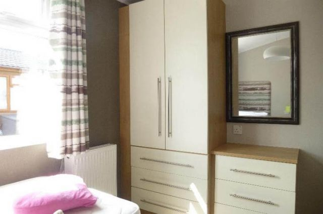Three Bed Omar Westfield (45x20) 2013 RG02